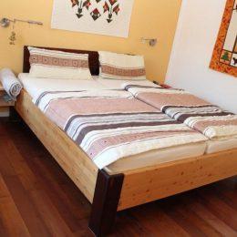 Bett-nachtkaestchen-fichte-antik-gebeizt