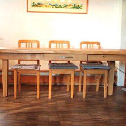 Tisch-mit-Schublade