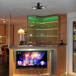 Wohnzimmer-bar-d-nachher-beleuchtet