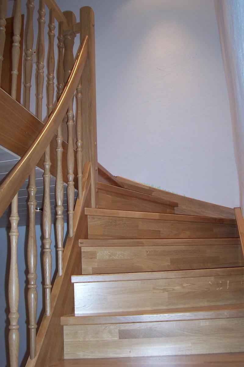 treppe massiv eiche dein schreiner. Black Bedroom Furniture Sets. Home Design Ideas